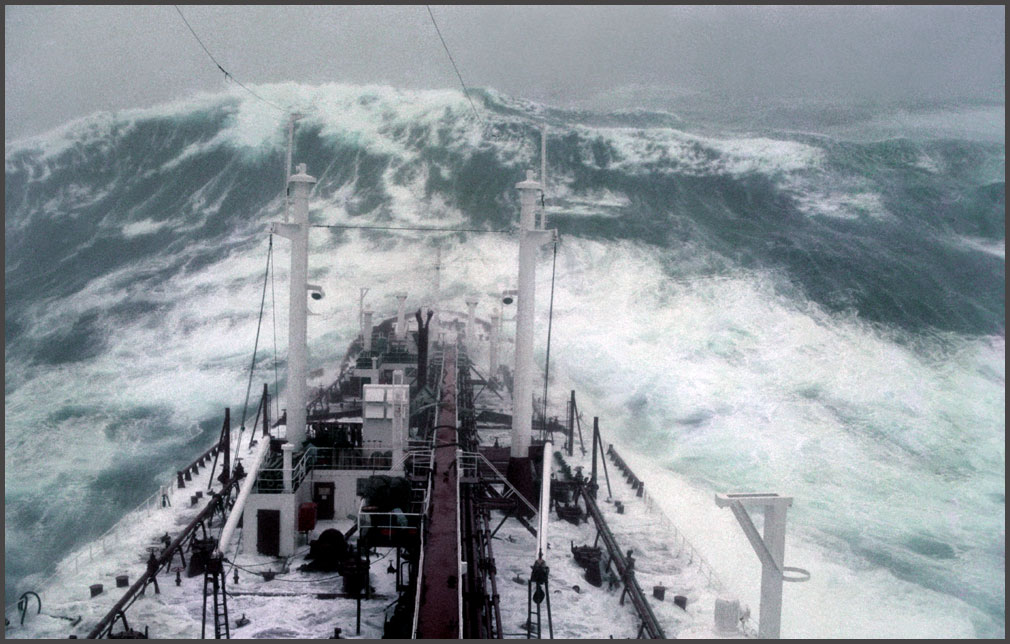 A wall of water approaches the Stolt Surf in Oct. 1977 Photo: Karsten Petersen, www.global-mariner.com