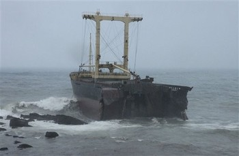 Taiwanese Ship runs aground