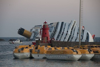 800px-Collision_of_Costa_Concordia_11-2