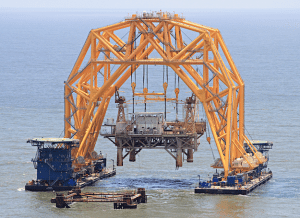 Versbar's VB 10,000 lift system is used in the decomissioning of an 1,800-ton topside. Photo (c) Versbar