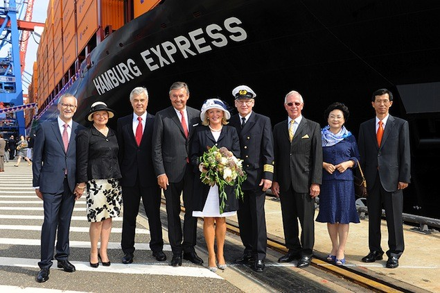 "Naming ceremony of the ""Hamburg Express"" on 17th August 2012 in Hamburg. From left: Ulrich Kranich (Member of the Executive Board of Hapag-Lloyd) with his wife Sibylle, Frank Horch (Minister of Economic Affairs Hamburg), Michael Behrendt (Chairman of the Executive Board of Hapag-Lloyd) with his wife and godmother Cornelia Behrendt, Frank-Jürgen Schmidt (Captain of the ""Hamburg Express""), Jürgen Weber (Chairman of the Advisory Board of Hapag-Lloyd), Oi-Hyun Kim, President and COO Hyundai Heavy Industries with his wife. Photo: Hapag-Lloyd"