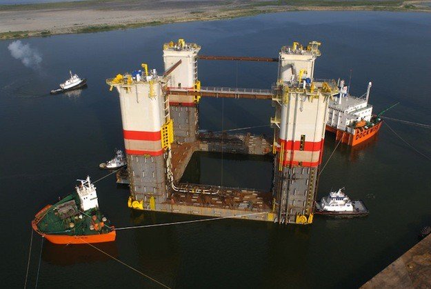 When not hauling rigs for the oil and gas industry, Dockwise's heavy lift submersible Tern is helping the U.S. Navy deploy 400-foot mine sweepers to the Persian Gulf. Photo: Dockwise