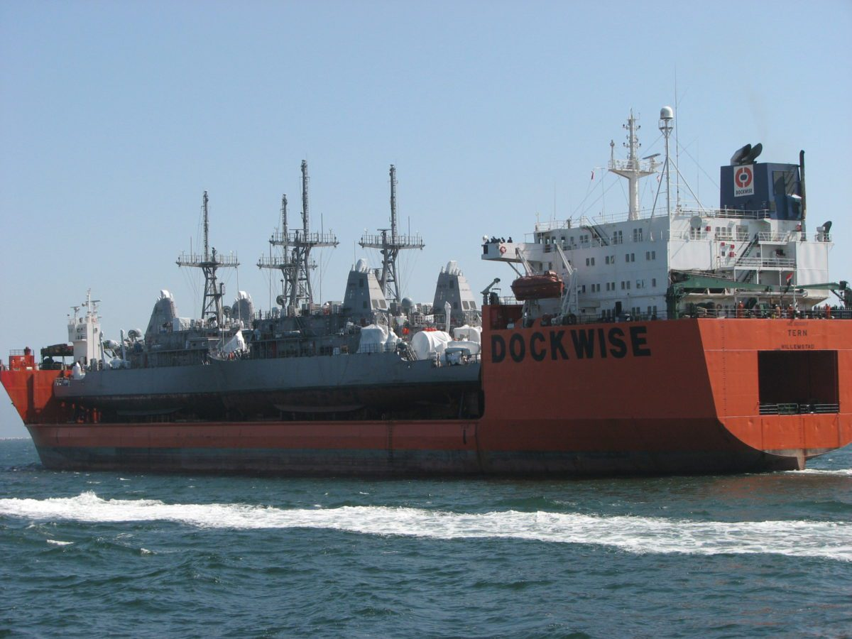 us navy minesweeper dockwise heavy lift