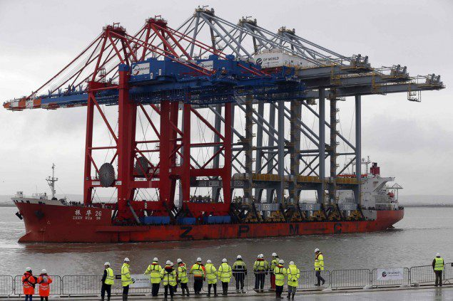 zhen hua 26 cranes ship dp world